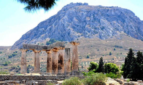 Acrocorinth_And_Temple_of_Apollo