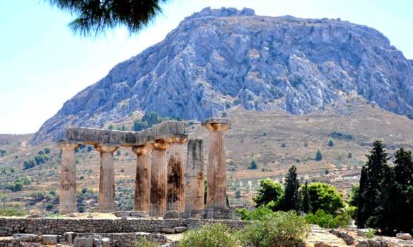 Acrocorinth_And_Temple_of_Apollo